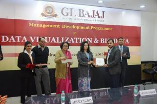 management-devemdp-on-data-visualization-big-data-15
